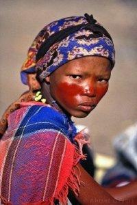 Namibya da yaşayan bir avuç insan Bushman kabilesi